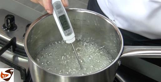 Zucchero cotto: base per meringa e pate a bombe