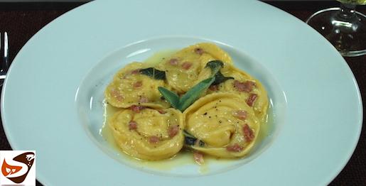 Tortelli di patate: ricetta con speck, salvia e parmigiano