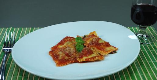 Ravioli ripieni: carne e spinaci