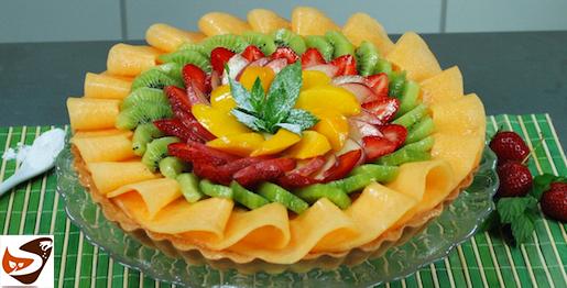 Crostata di frutta: con guscio friabile di pasta frolla e crema pasticcera