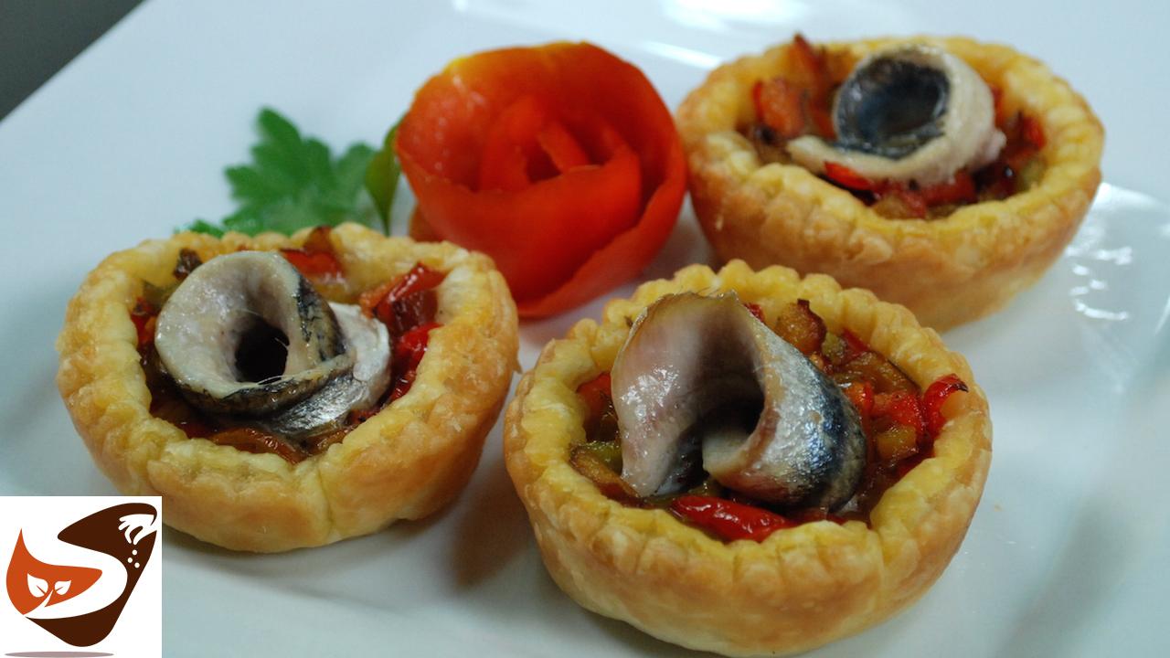 Conosciuto Antipasti di pasta sfoglia con peperoni e acciughe – Ricette  HT09