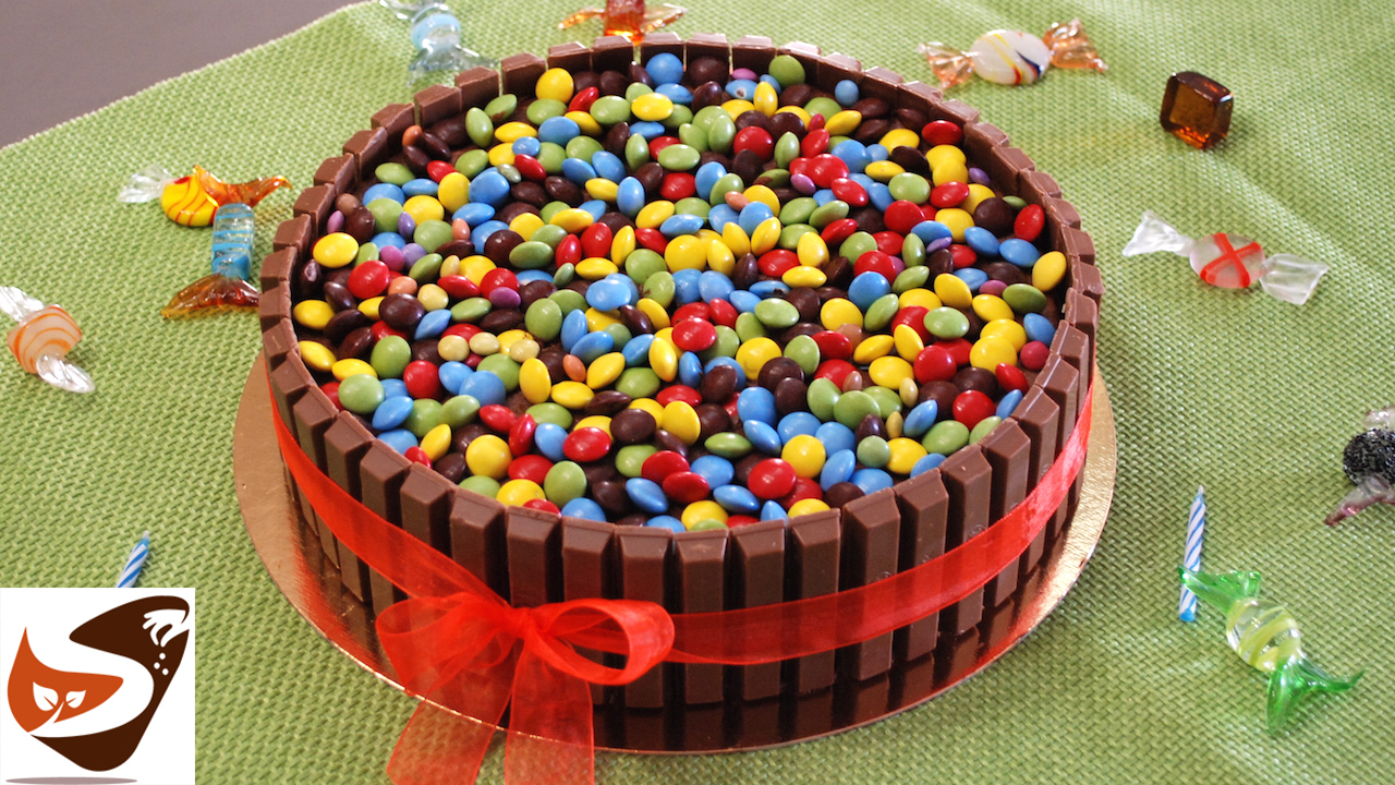 torta di compleanno al cioccolato torta per bambini con kit kat e smarties m m speziata. Black Bedroom Furniture Sets. Home Design Ideas